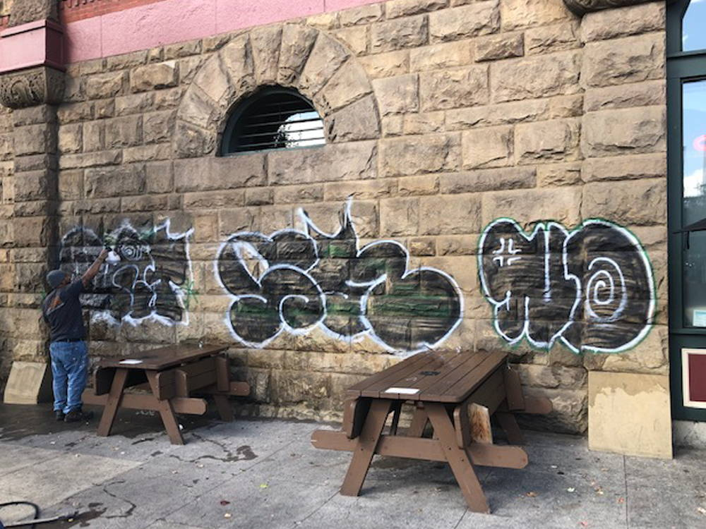 removing graffiti from stone