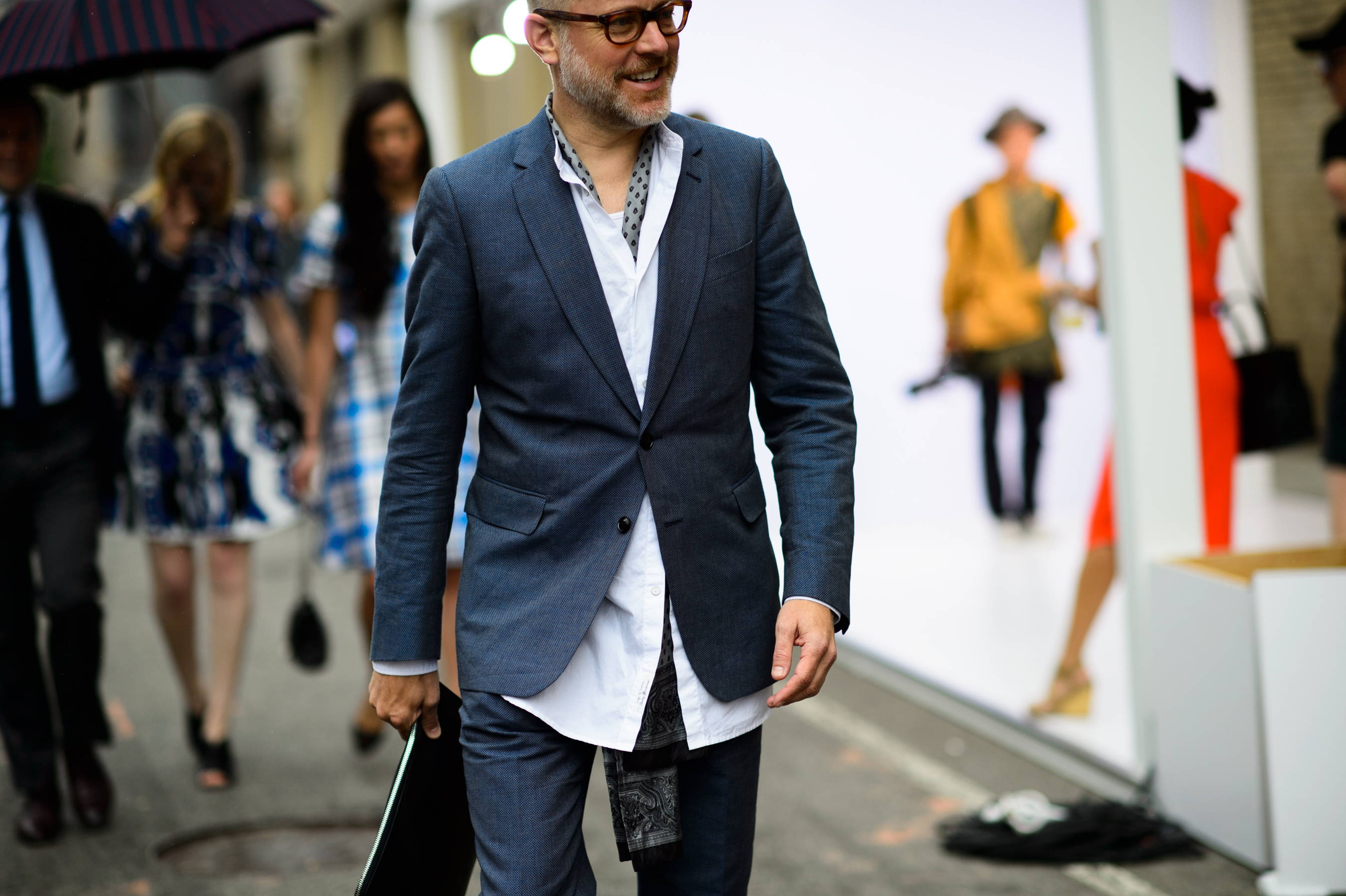 Men's streetstyle with blazer and shirt