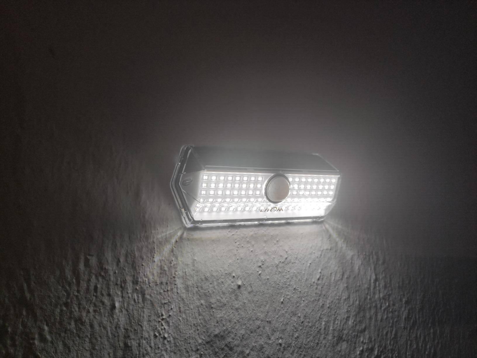 """<img src=""""lights.jpg"""" alt=""""solar motion sensor lights lighing on the fence"""">"""