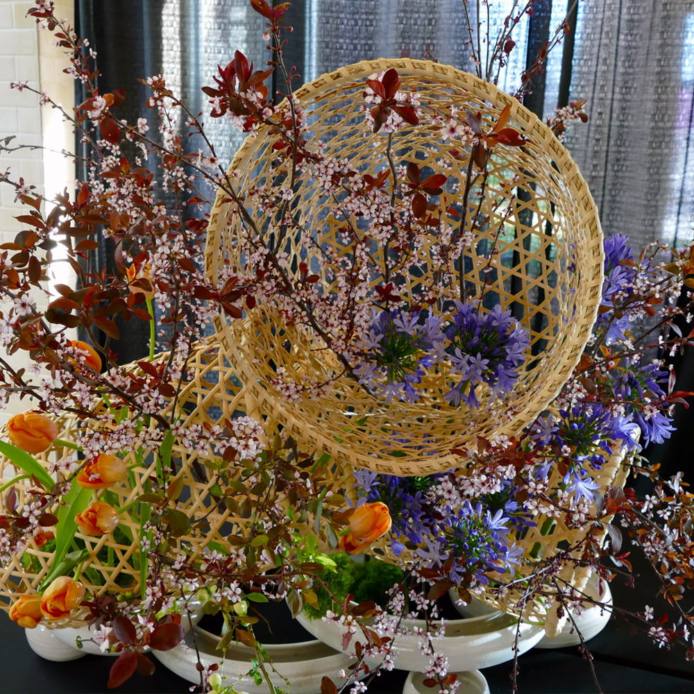 Picture of Experience the power of ikebana to relax, rejuvenate, and bring profound joy. Enjoy beautiful arrangements using the natural beauty of flowers, leaves, and branches, and unexpected, unconventional materials.