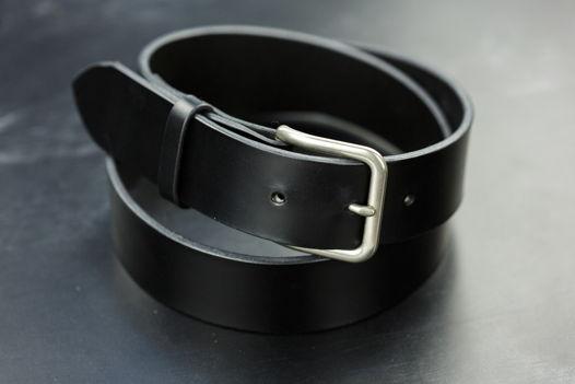 Мужской черный кожаный ремень