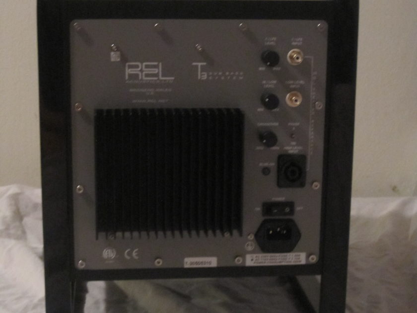 REL T3 Subwoofer essentially new used for one month