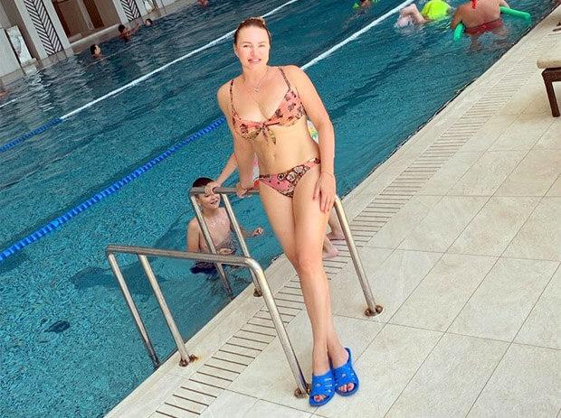 Алла Довлатова восхитила поклонников снимком в бикини - Новости радио OnAir.ru