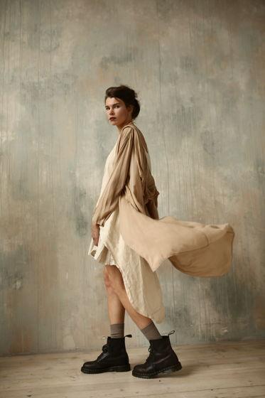 Невесомый плащ из батиста, платье и юбка