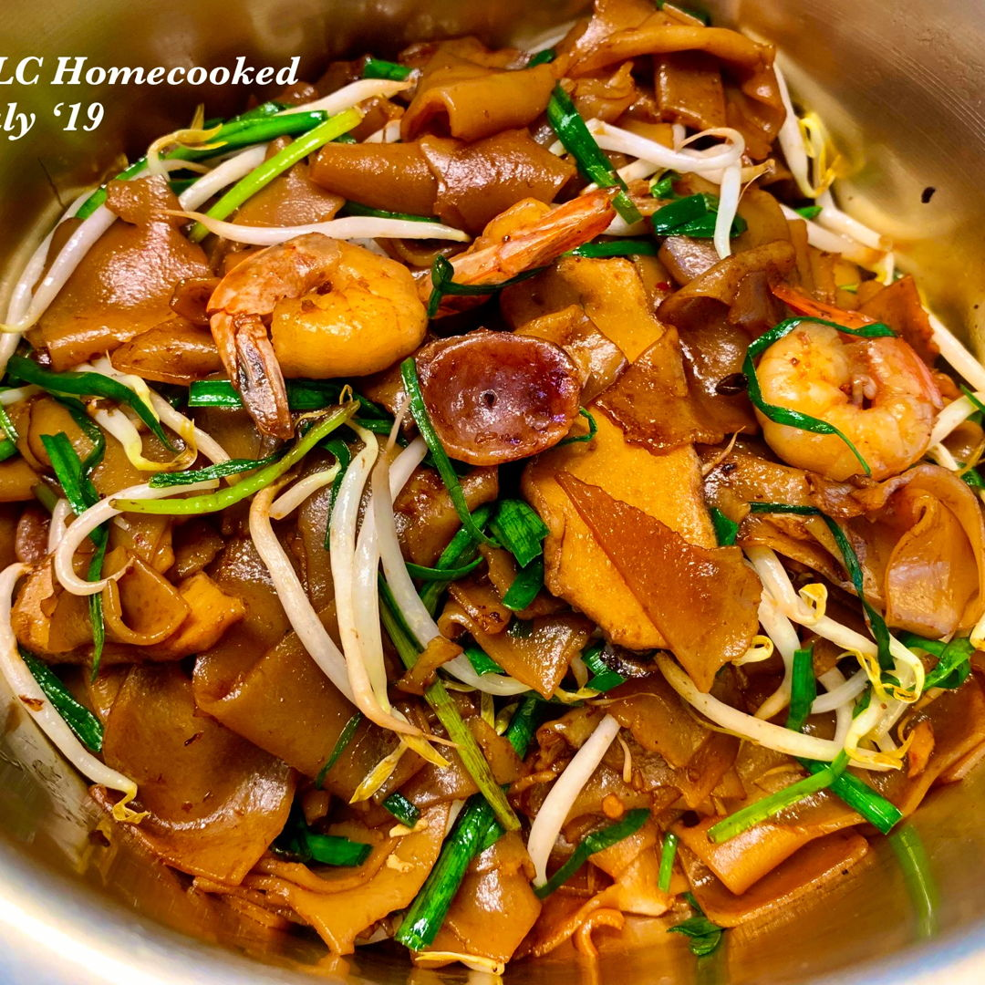 Char Hor Fun (instead of using Kway Teow) by using the same methods of frying the Char Kway Teow.😋🤓