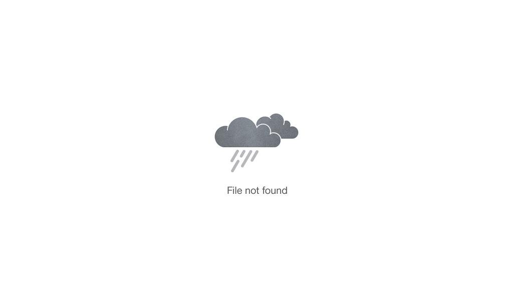 woman using hair mask