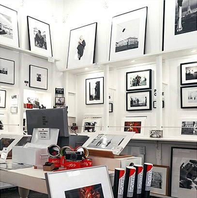 Monochrome Hub Gallery Valencia interior