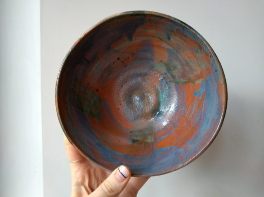Глубокие глиняные тарелки