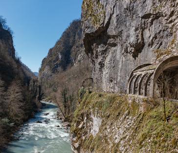 Старая Краснополянская дорога и Пасть дракона