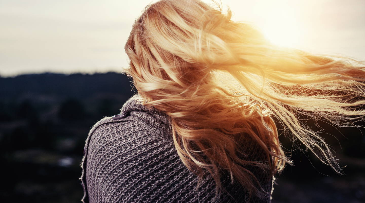 HOW TO MANAGE DRY HAIR IN SUMMER AND OTHER WARM WEATHER BEAUTY DILEMMAS