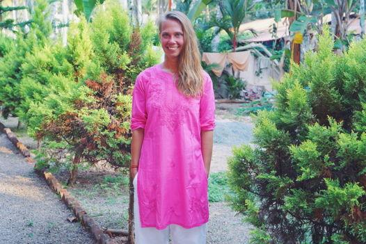 Розовая туника с вышивкой