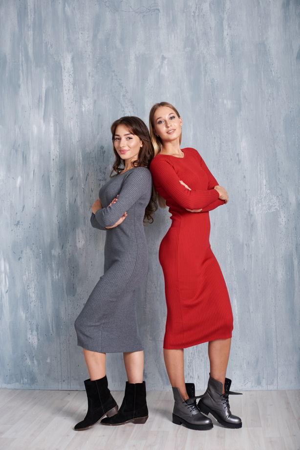 Моделирующее трикотажное платье