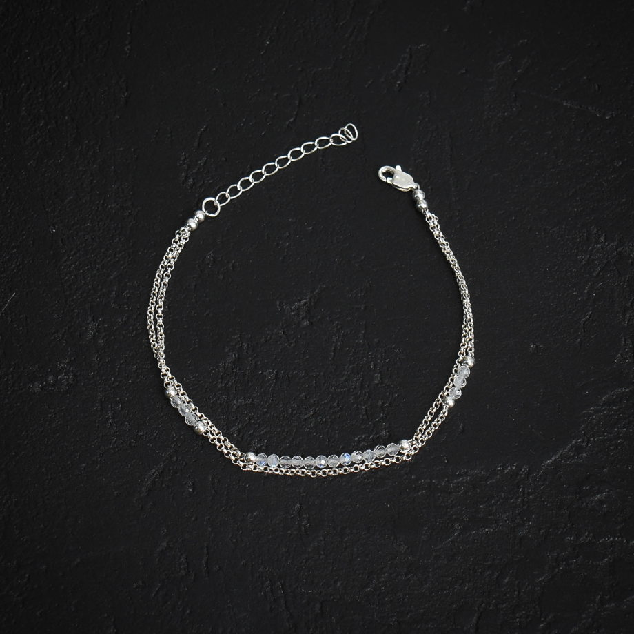 Серебряный браслет с лунным камнем