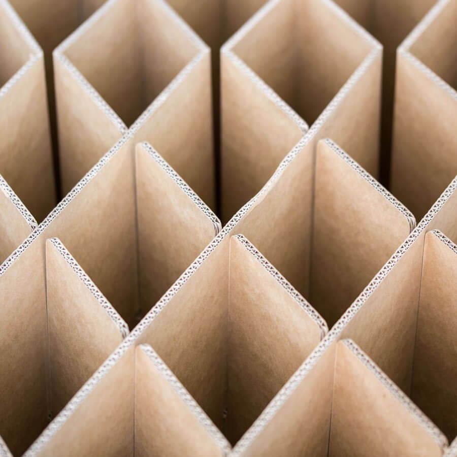ROOM IN A BOX Warum gerade Wellpappe? Raute Bett 2.0
