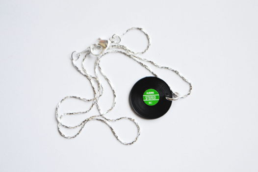 Виниловая пластинка кулон на серебряной цепочке