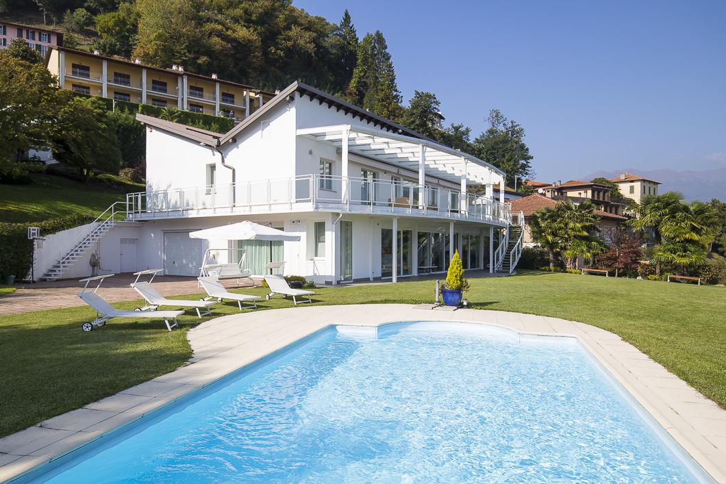 ville moderne con piscina in vendita cercatele a varese