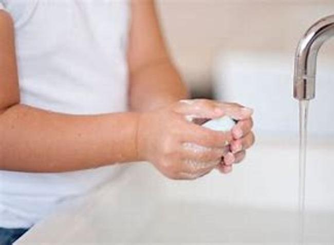 Little kid washing hands
