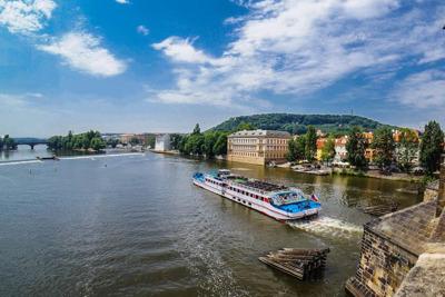 Часовая прогулка по реке Влтаве с аудиогидом