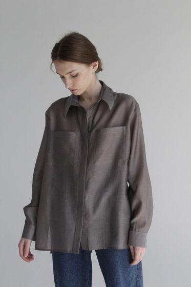 Рубашка женская  свободного кроя из шёлка 50% и хлопка 50% с двумя карманами спереди.