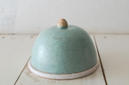 Керамическая масленка мятного цвета