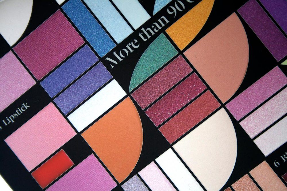 02_Mya_Cosmetics_Packaging_identity_fashion_makeup_brang_design_carla_osma_barcelona_colors.jpg