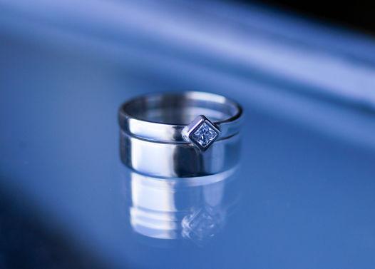 Набор из двух стыкующихся серебряных колец с квадратным белым цирконом