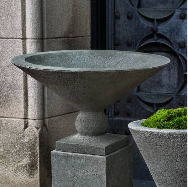 How to Perfectly Pair Planters & Pedestals