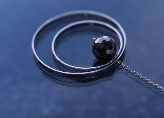 Моно-серьга Ripples с гематитом. Серебро, натуральный камень