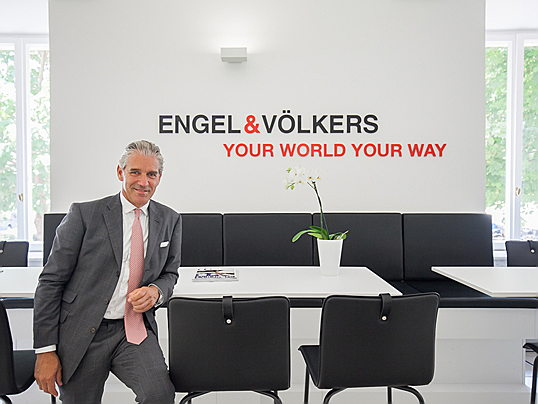 Sintra - 40 years of Engel & Völkers - on the occasion of the company's anniversary we are revealing the history of founder Christian Völkers and how he built up a successful real estate company.