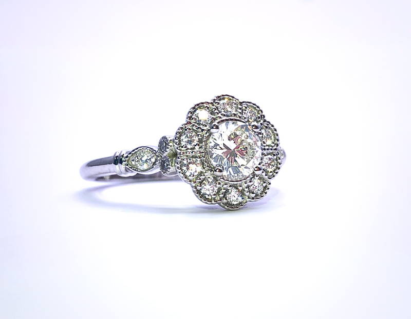 Flower ring with diamonds