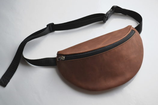 Поясная сумка из натуральной кожи КрейзиХорс коньячного цвета