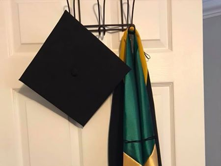 RENTERS BAY: USF Graduation cap and gown