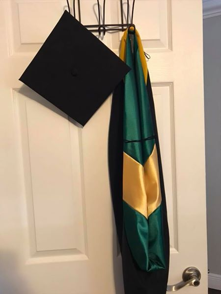 RENTERS BAY: USF cap and gown
