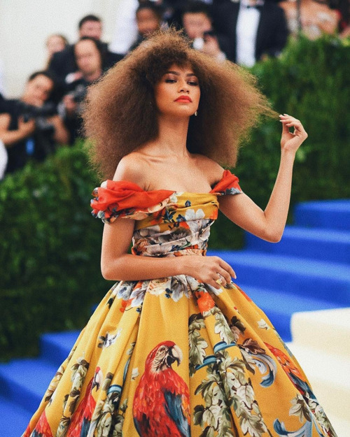 @zendaya with a blown out 'fro