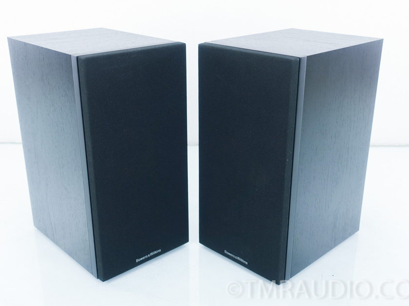 B&W  686 S2 Bookshelf Speakers; Pair (9039)