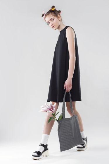 Платье-трапеция без рукавов