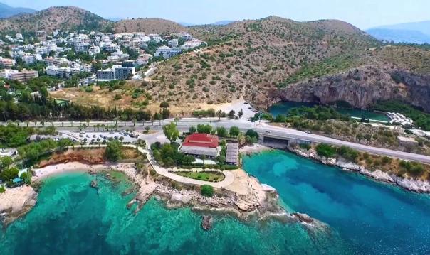 Озеро Вульягмени и набережная Афин