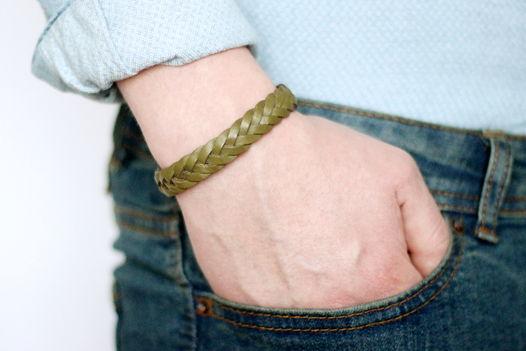 Мужской кожаный браслет плетеный оливковый