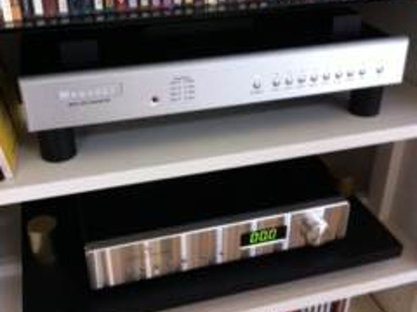 "Bryston DAC BDA-1  17""silver. Outstanding sound & value. Only 10 months old"