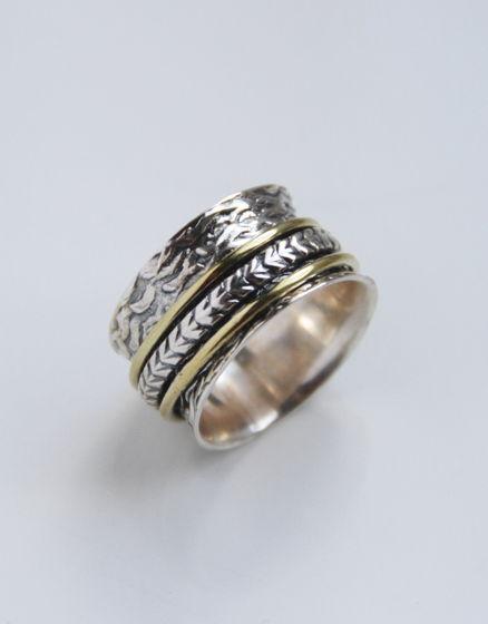 Широкое текстурированное кольцо из серебра с обручами