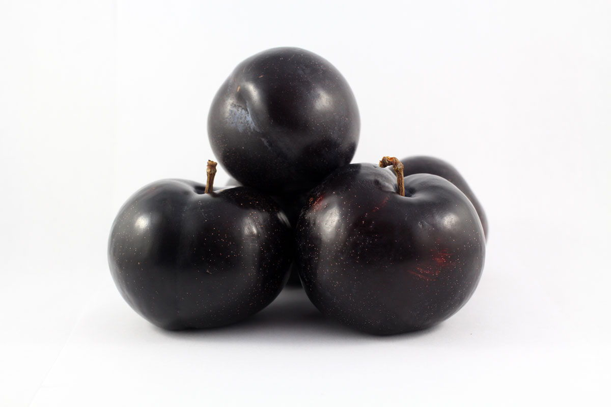 Black Amber Plums - Souto Farms Fresh BC Fruit