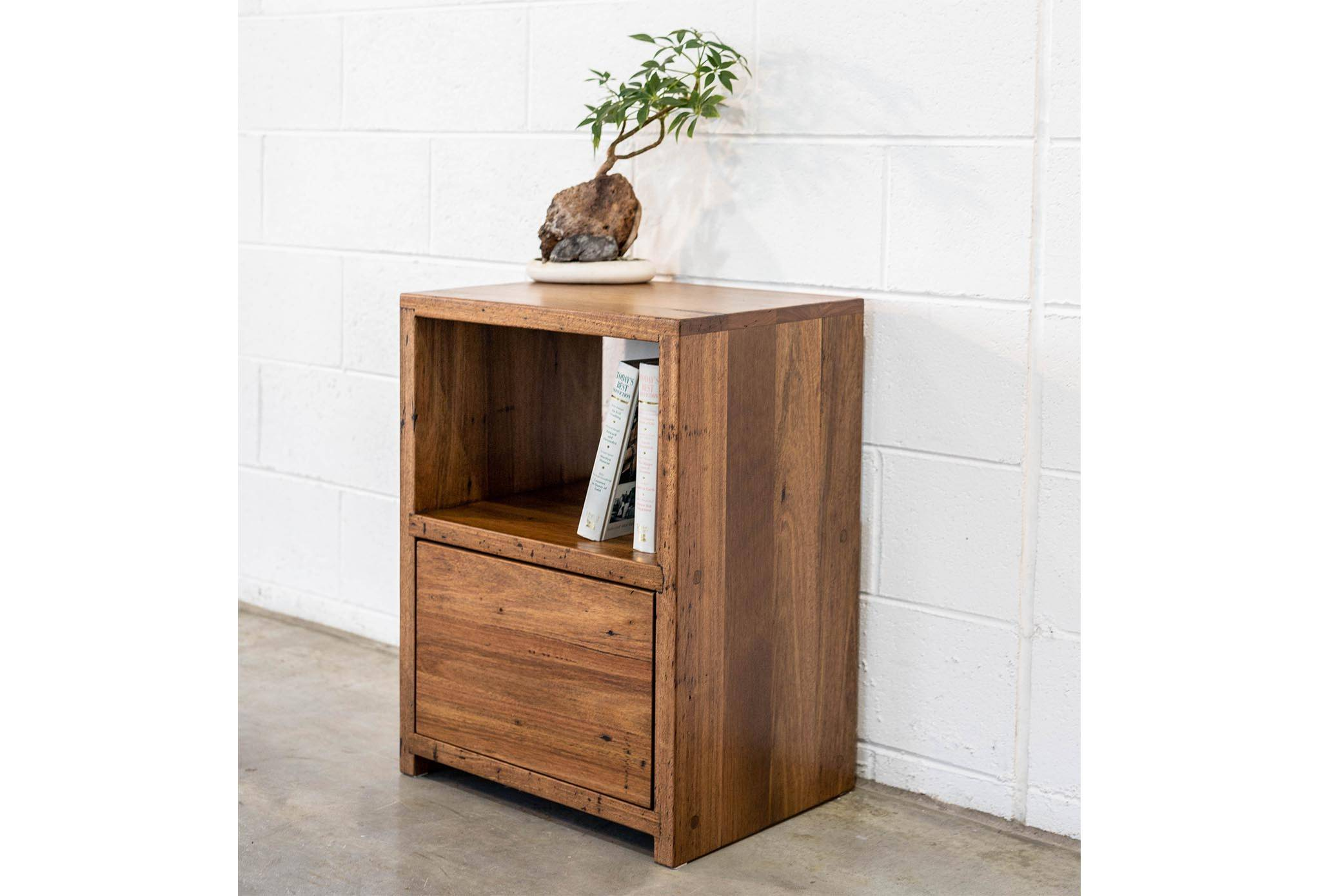 Bedside Cabinet Stringybark Single Drawer (650 high x 400 x 450 wide)