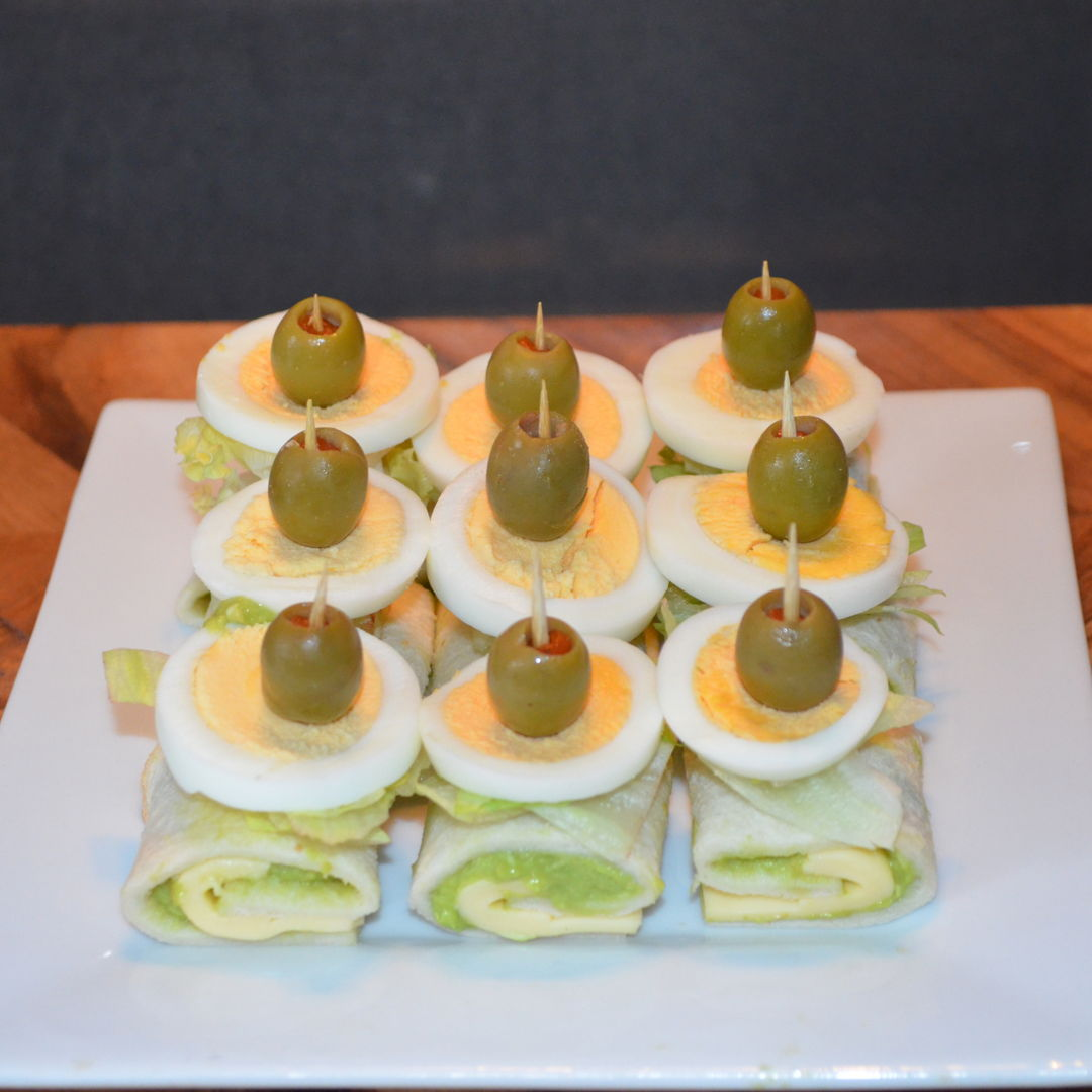 Date: 15 Mar 2020 (Sun) 1st Hor D'oeuvre: Rolls with Cheddar Cheese [273] [156.9%] [Score: 8.3] Cuisine: Western Dish Type: Appetizer Just because I have half an avocado leftover in the fridge. To make use of the leftover avocado, this is the result :)