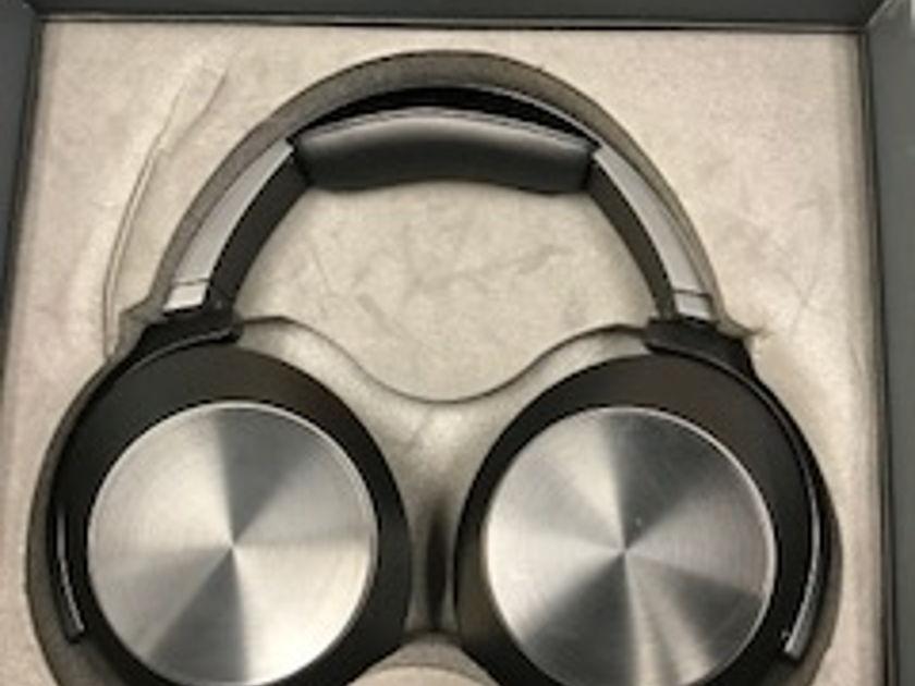 Audeze EL-8 Closed Back Plannar headphones