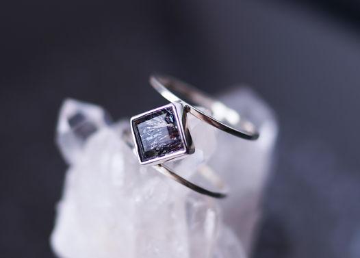 Двойное серебряное кольцо с редким камнем Melody размер 17