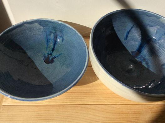 Глубокие синие тарелки