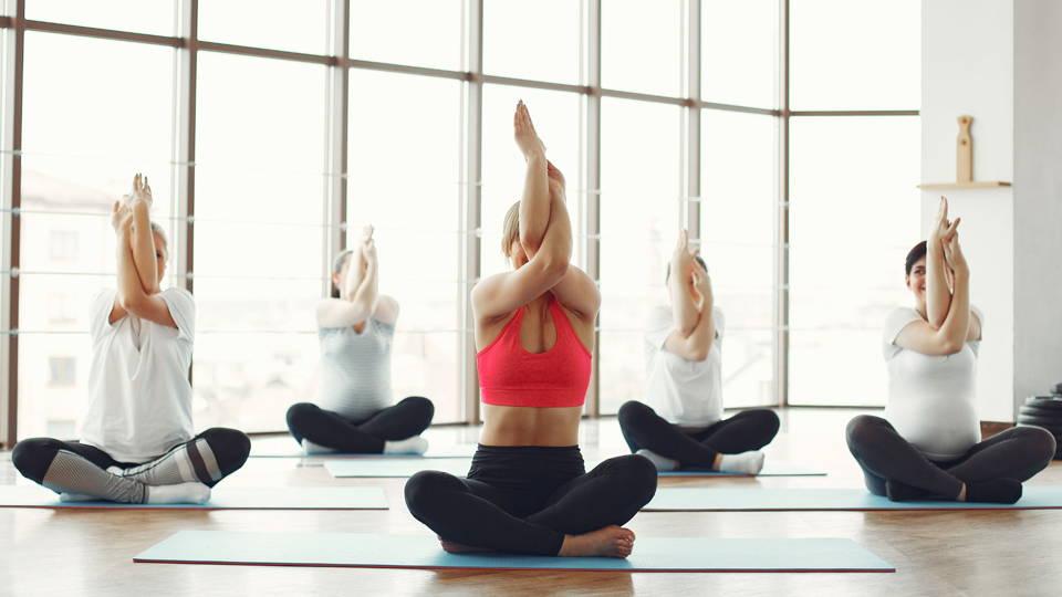Faire du yoga en groupe