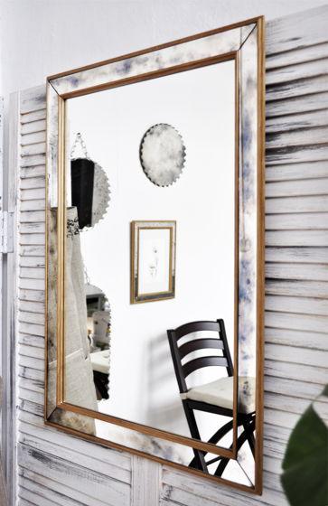 Зеркало в зеркальной раме `hefty`