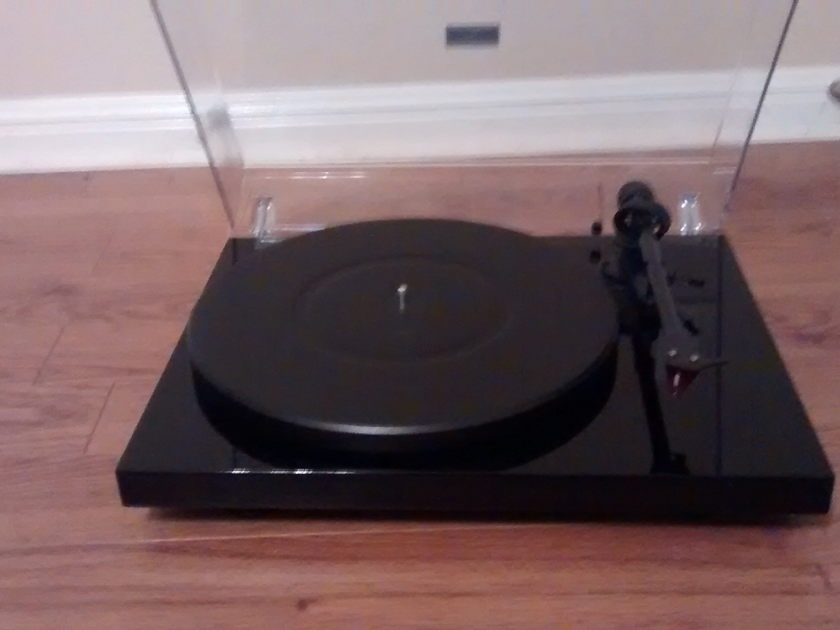 PRO-JECT PROJECT DEBUT CARBON  TURNTABLE