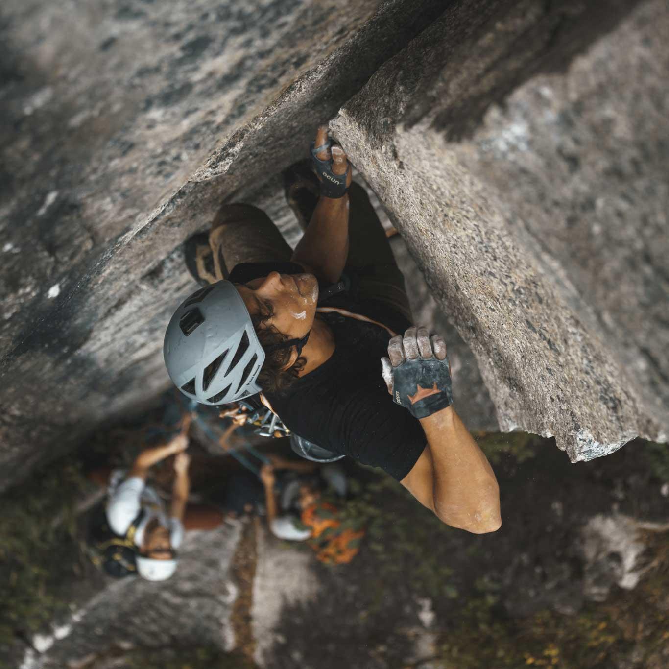 Man wearing Foehn Nelson Pant while rock climbing